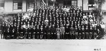 卒業記念 片桐校長は国民服を着用(前列中央)(1944年9月)