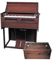 1901年エスティ社製作ポータブル・オルガン 宣教師たちが伝道のために持ち運んで使用したもの