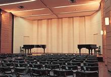 大音楽室(頌啓館) リサイタルホールともいい、3・4階の吹き抜け構造になっている