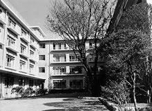 新心寮 1957年の第1期から4期にかけて増築工事が行われ、1971年に全館完成