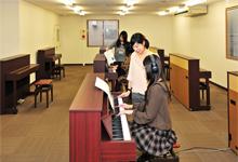 練習室:ピアノ1