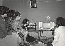 寮生活 1960年ころにはテレビが寮に設置された