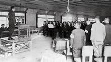 学徒動員 三菱重工業京都発動機製作所入所式。家政科2年(動員中に3年に進級)(1944年11月23日)