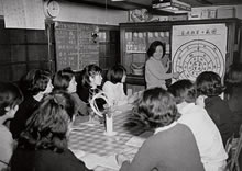 「生活実習ハウス」での授業 担当 紀嘉子(1967年)