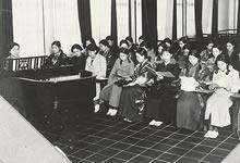 1932年ころ 和服と洋服の生徒