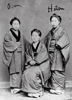 同志社女学校初期に在学していた生徒たち 田代初(右端)も山岡登茂も新島の岸和田伝道の後、女学校入学