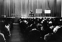 英文学会第1回大会学術講演 尾崎寔講師 栄光館(1967年11月11日)