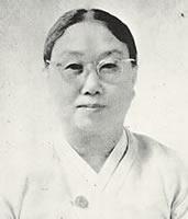 金末峰 作家(1927年英文科卒業)