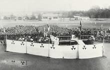 創立60周年記念式典 大学グラウンド(1935年11月)