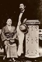 新島襄・八重夫妻 1876年1月3日御苑内柳原邸にてJ. D. デイヴィス司式により京都で初めてのキリスト教式結婚式を挙げたころ