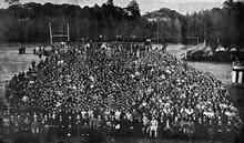 海老名総長歓迎会 右側3分の1が女子部生徒(1920年5月13日)