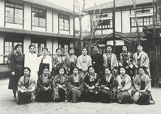 同志社女学校の発展と時代の逆風 :: 同志社女子大学