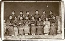 新島八重と同志社女学校初期の生徒たち