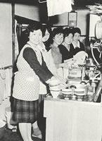 食事の後片づけ(1963年)