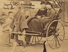 人力車に乗るA. J. スタークウェザーとH. F. パーミリー