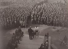 同志社創立記念日式典 大学神学館(現クラーク記念館)前(1931年11月29日)