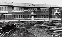 ジェームズ館 1914年8月竣工。ジェームズ夫人とA. C. ジェームズの寄附により建築、専門学部の中心的校舎となる。設計 武田五一