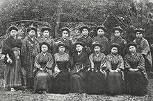 1910年3月卒業生 普通学部10名、高等学部文科2名、高等学部家政科3名