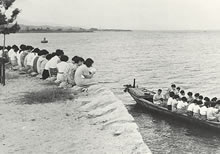 琵琶湖畔 船と陸に分かれてともに夕拝