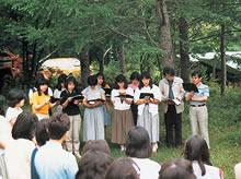 サマーキャンプ 清里・野辺山高原の緑の中で讃美歌を歌う(1986年)