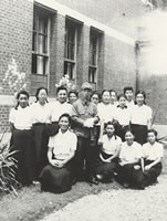 加藤龍太郎教授応召記念 英文科生(1944年7月)